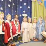 W naszym przedszkolu odbywają się różne uroczystości - Dzień Dziecka, Dzień Babci i Dziadka, Jasełka, Dzień Matki i OjcaW naszym przedszkolu odbywają się różne uroczystości - Dzień Dziecka, Dzień Babci i Dziadka, Jasełka, Dzień Matki i Ojca